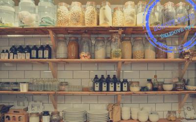 Jak zorganizovat špajzku či skříň na potraviny